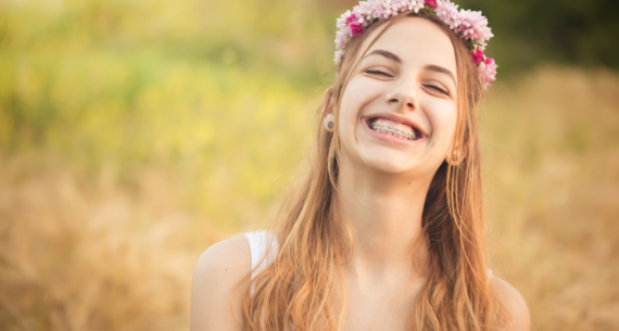 ¡Ya es verano! Consejos de higiene oral para pacientes con Ortodoncia
